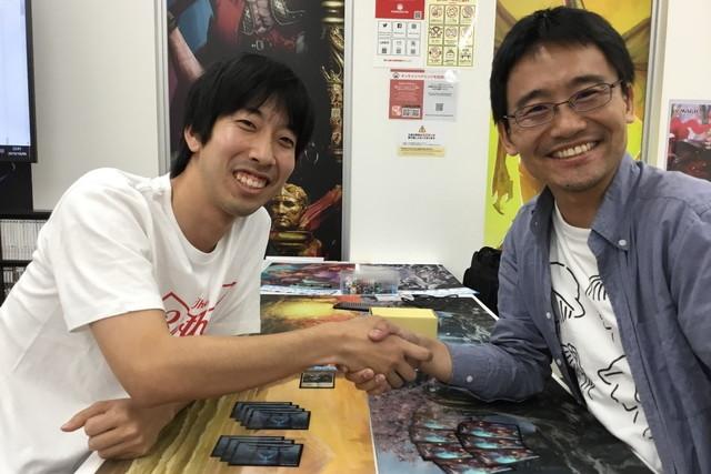 高平 俊輔 (左) vs. 荒井 裕介 (右)