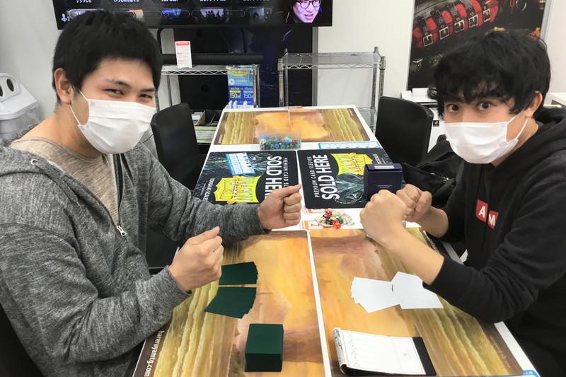 登内 啓太(左) vs. 岡村 眞怜(右)