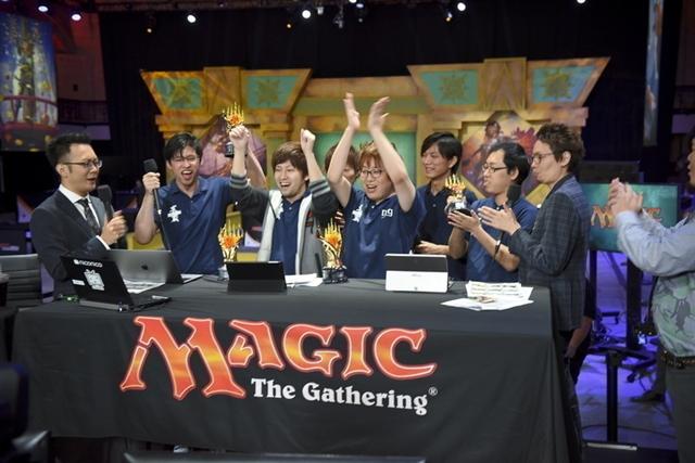 優勝してそのままニコニコ生放送に出演し、盛り上がるチーム「Musashi」